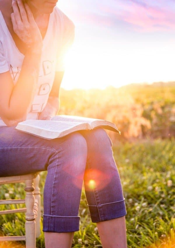 Scripture meditation for busy moms; 10 ways to gain strength and courage